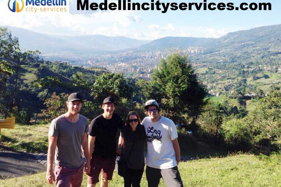 Medellin City Services Combo Tour: Dark Mafia and Christmas Lights Including Lunch or Dinner