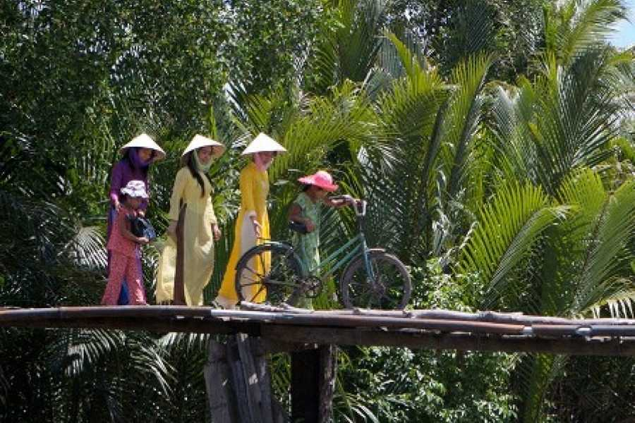 Vietnam 24h Tour Luxury Cu Chi Tunnels Speedboat Tour