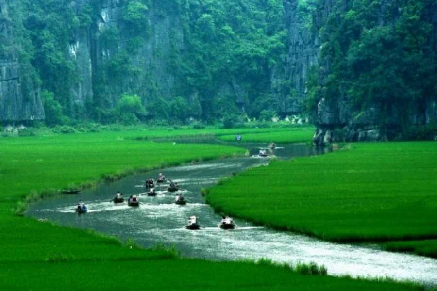 Vietnam 24h Tour 5 Days Hanoi Package Including City Tour, Bat Trang and Halong Bay