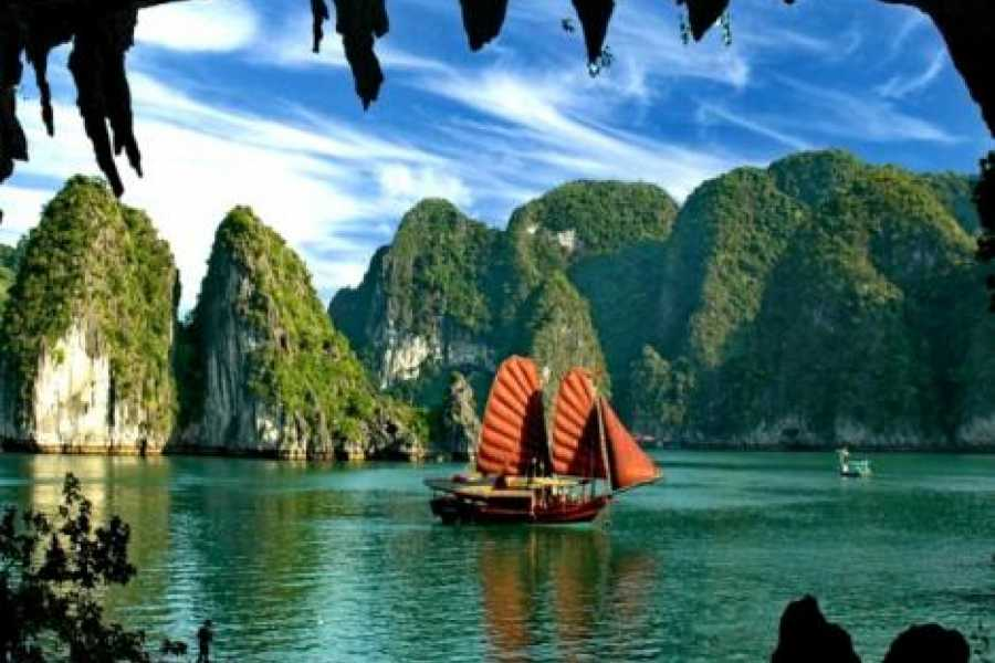 Vietnam 24h Tour 5 Tour Hanoi Package Including City Tour, Bat Trang and Halong Bay
