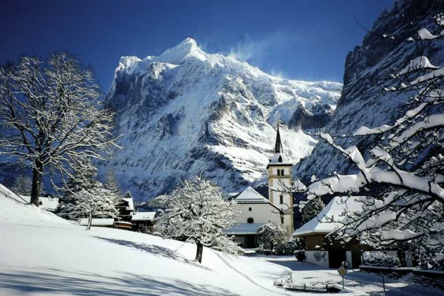 Bus2Alps AG Florence 2 Interlaken - Slopeside Package