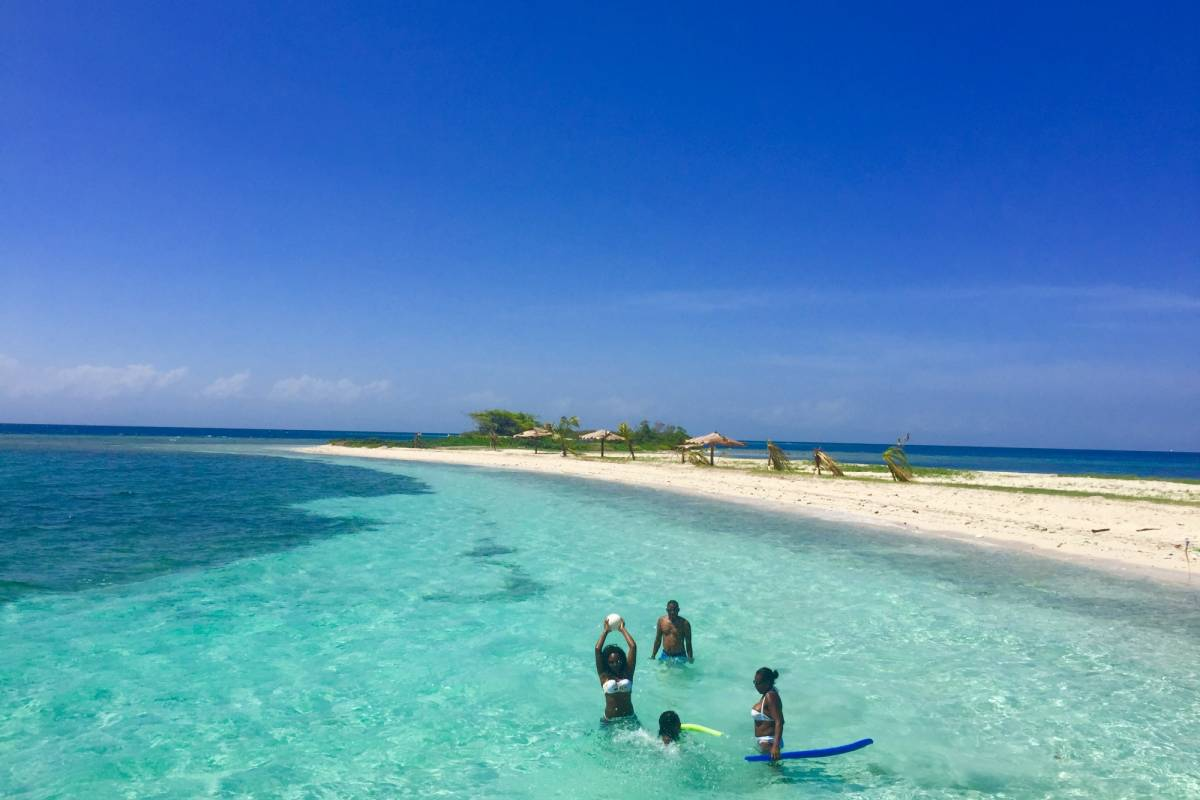 Marina Blue Haiti Excursion to Iles des Arcadins
