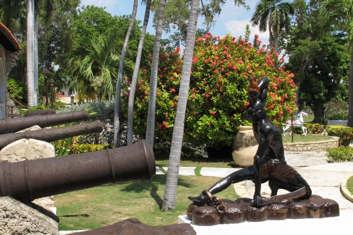 Marina Blue Haiti Visita al Museo Ogier-Fombrun