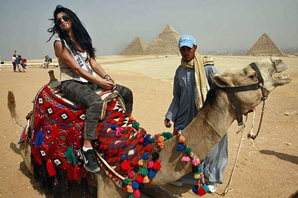 Deluxe Travel Camel or Hores Back Riding at the Pyramids