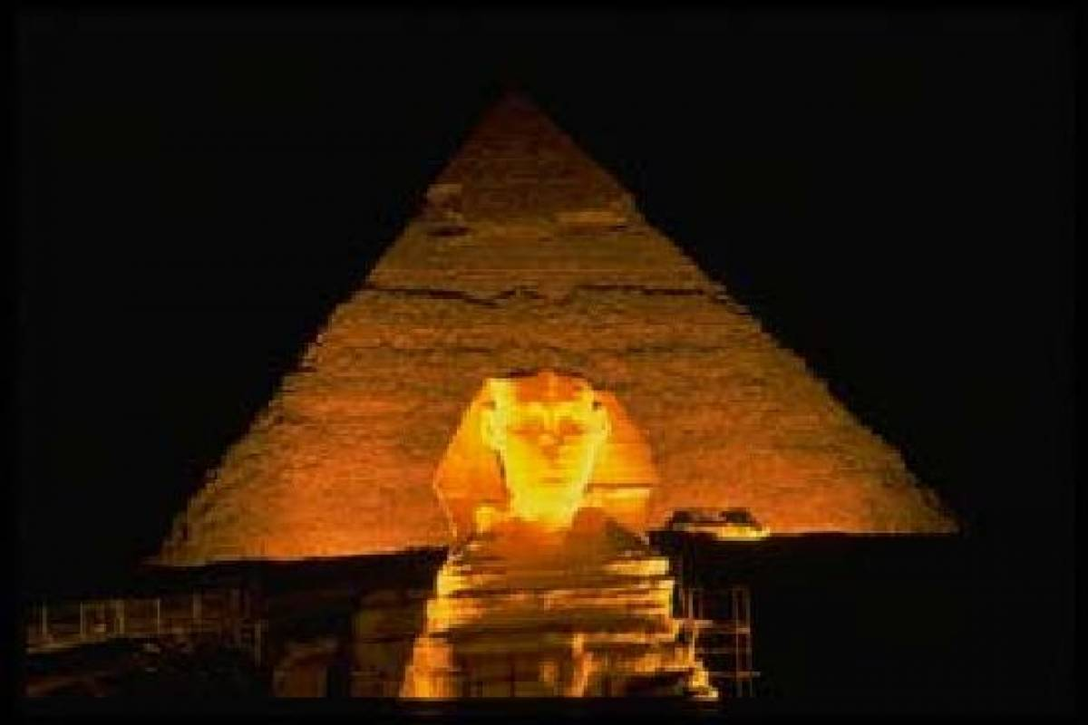 Deluxe Travel Giza Pyramids, Egyptian Museum, and Sound & Light Show