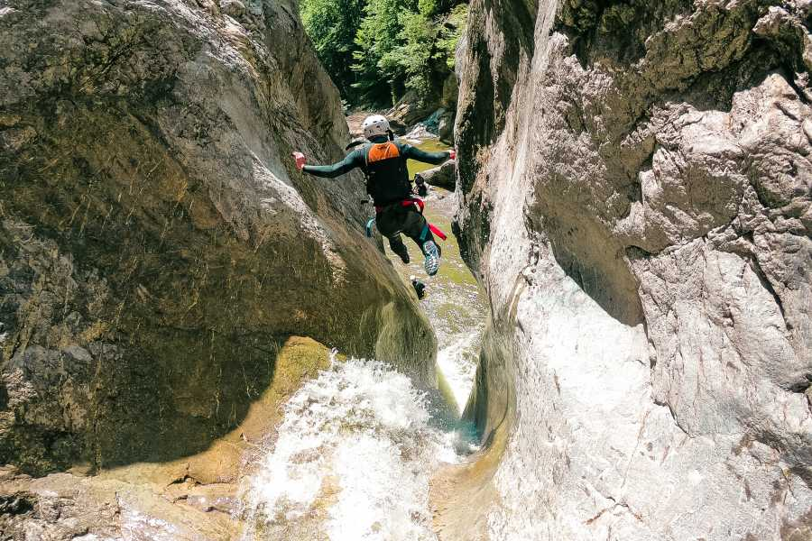 Outdoor Interlaken AG 赫利施丽尔河峡谷溪降(Canyoning Chli Schliere)