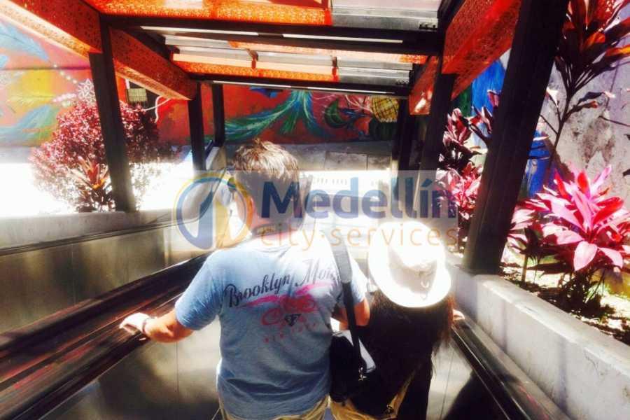 Medellin City Tours Slum Tour: Urban Escalator of Comuna 13 in Medellin