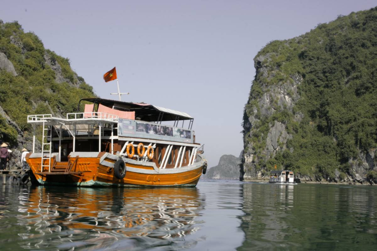 OCEAN TOURS HA LONG BAY COCKTAIL CRUISE 2D1N