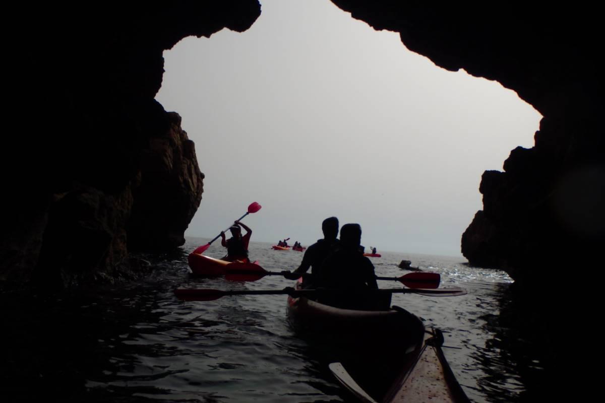 TURURAC. Turismo Activo y de Aventura Kayak Denia. Entre Cuevas y Acantilados.