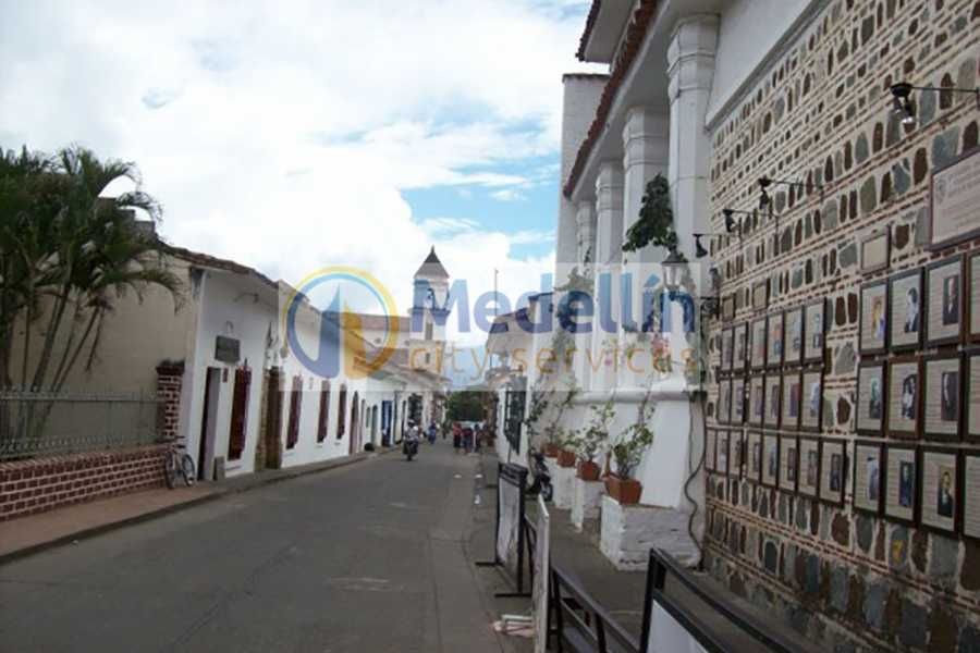 Medellin City Services SUPER SAVER: Medellin City Tour + Colonial Stfe Antioquia + Food Tour