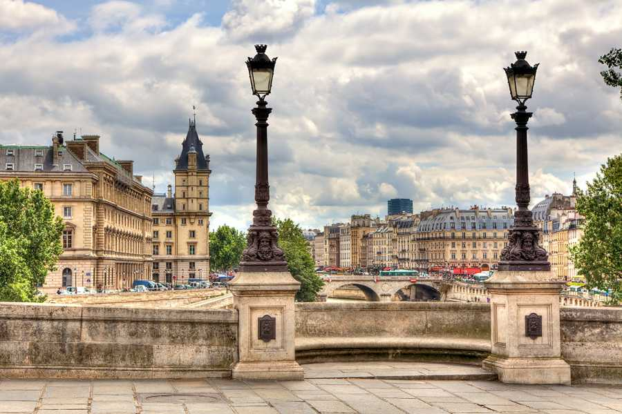 SANDEMANs NEW Paris Tours Tour Gratis de París