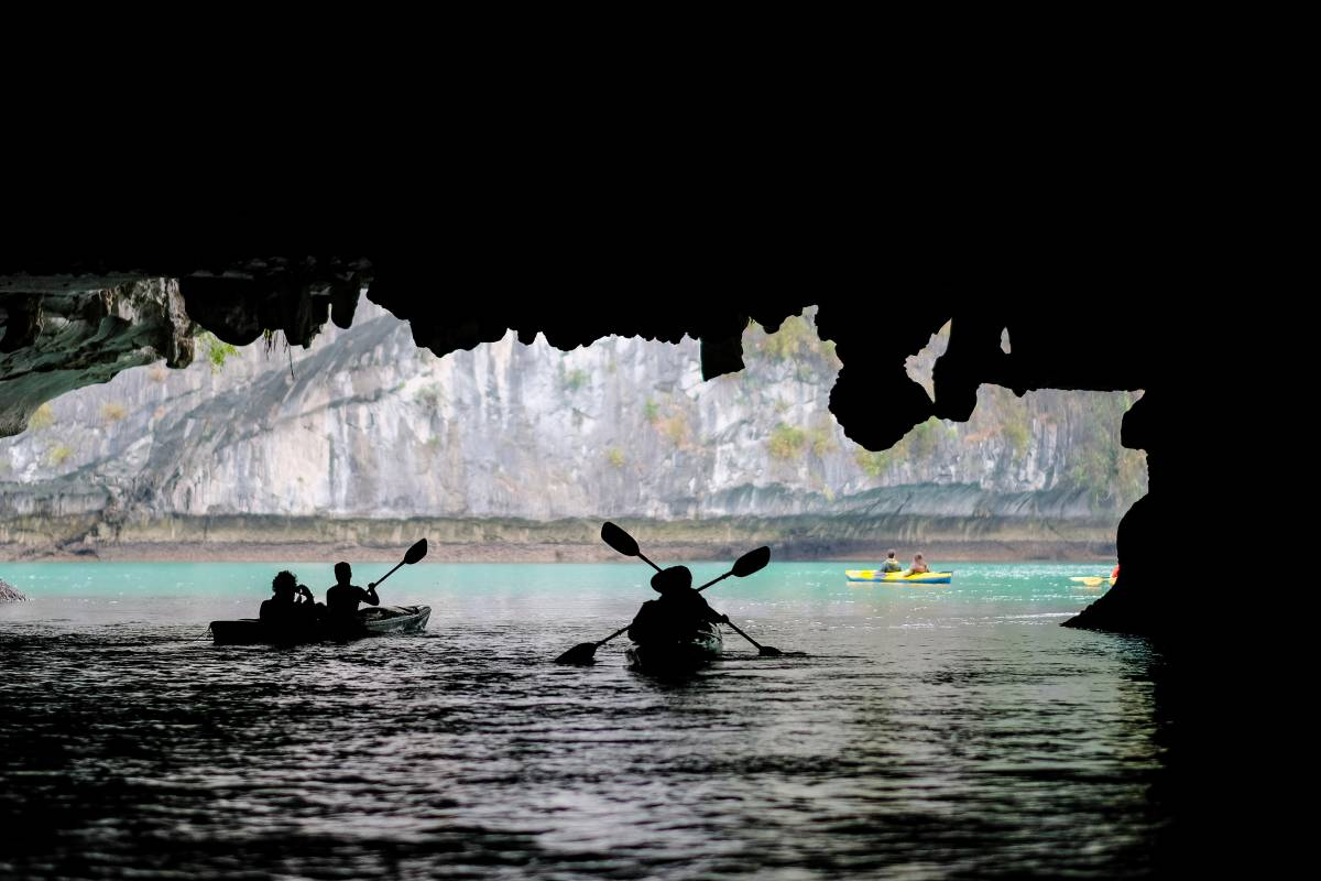 OCEAN TOURS HA LONG BAY ADVENTURE - HIBISCUS CRUISE 2D1N