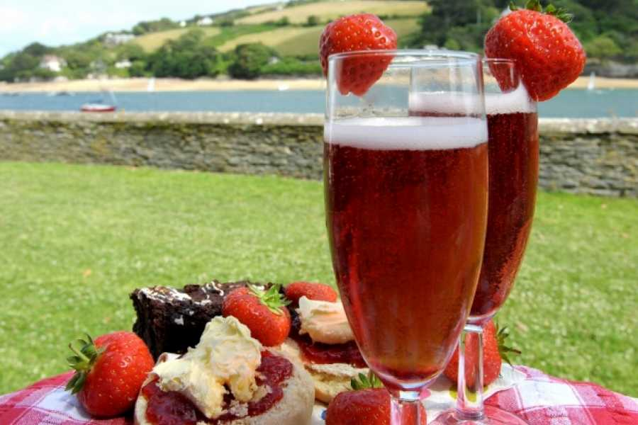 Sea N Shore Ltd DEVON CREAM TEA AND BUBBLES HAMPER
