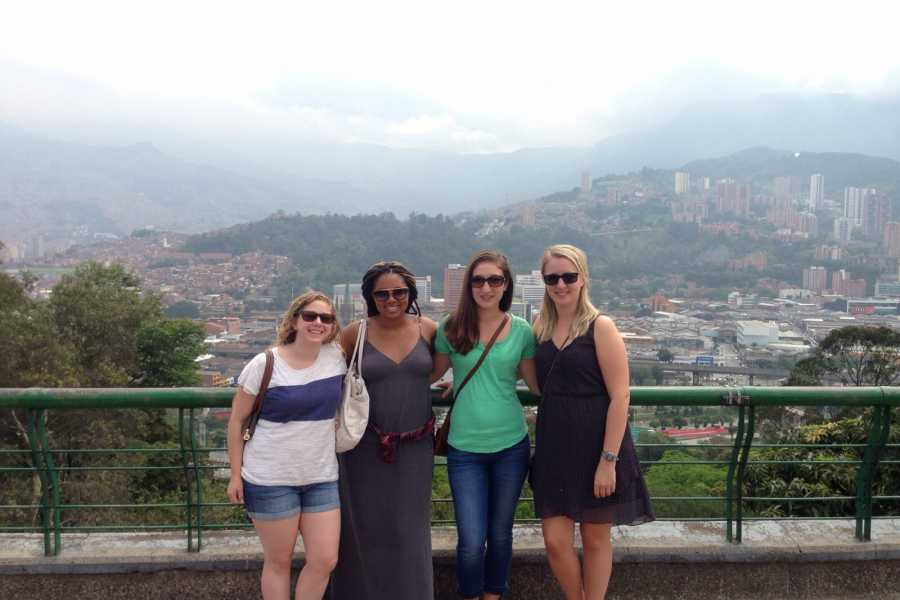 Medellin City Services Combo Tour: City Tour plus Fernando Botero Plaza and Traditional Lunch