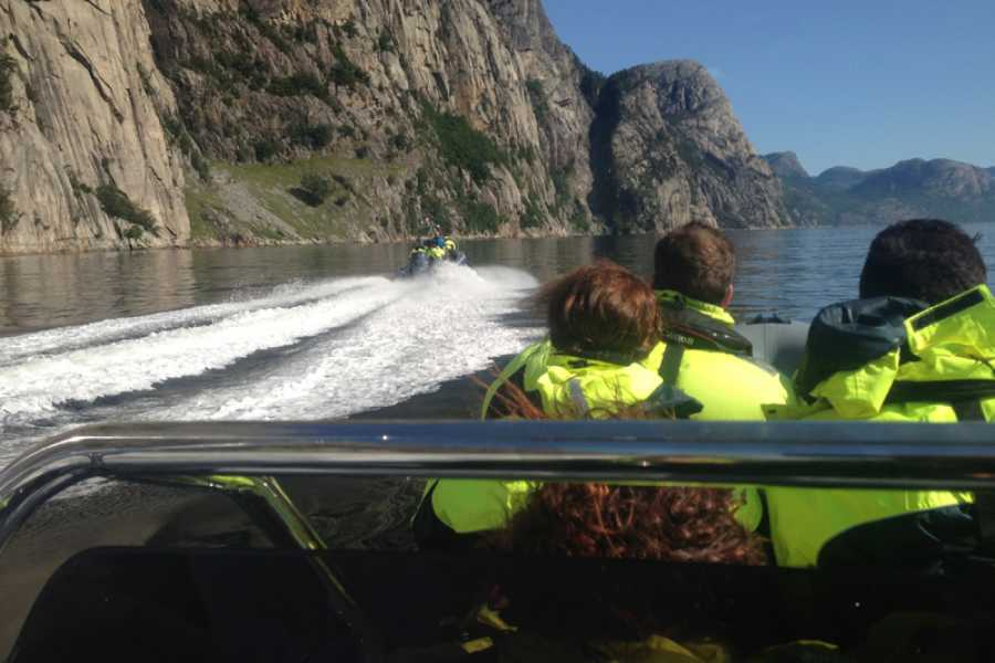 FjordEvents AS LYSEFJORD SAFARI - Preikestolen view
