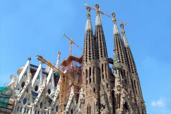 4. Barcelona Half-Day Private Transport Gaudi De Luxe Tour