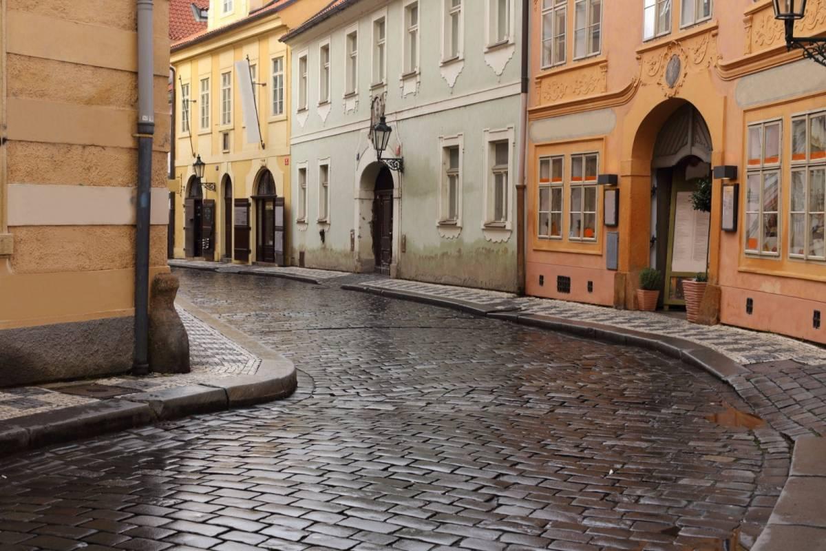 24/7/365 Travel Prague by car - 3 hours tour
