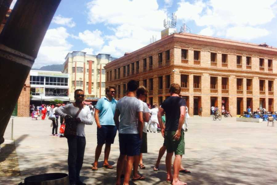 Medellin City Services Combo Tour: Christmas Lights and Medellin City Tour Including Traditional Food