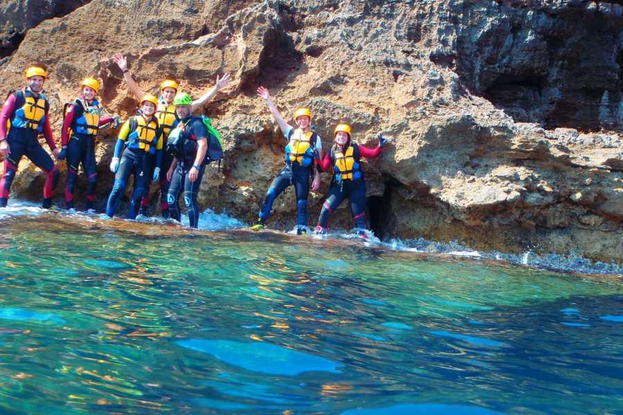 TURURAC. Turismo Activo y de Aventura Coastering Denia. Emoción entre Olas y Acantilados.