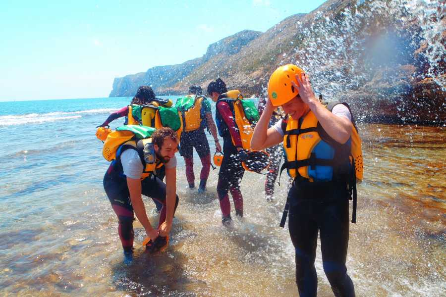 TURURAC. Turismo Activo y de Aventura Coasteering Denia. Emotion between Waves and cliffs.