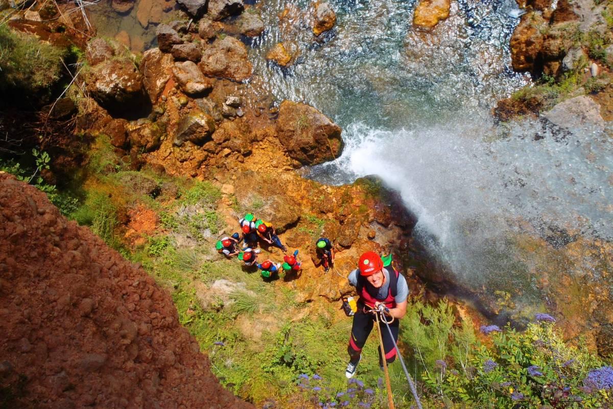 TURURAC. Turismo Activo y de Aventura Barranquismo. Gorgo de la Escalera. Emociones a remojo.
