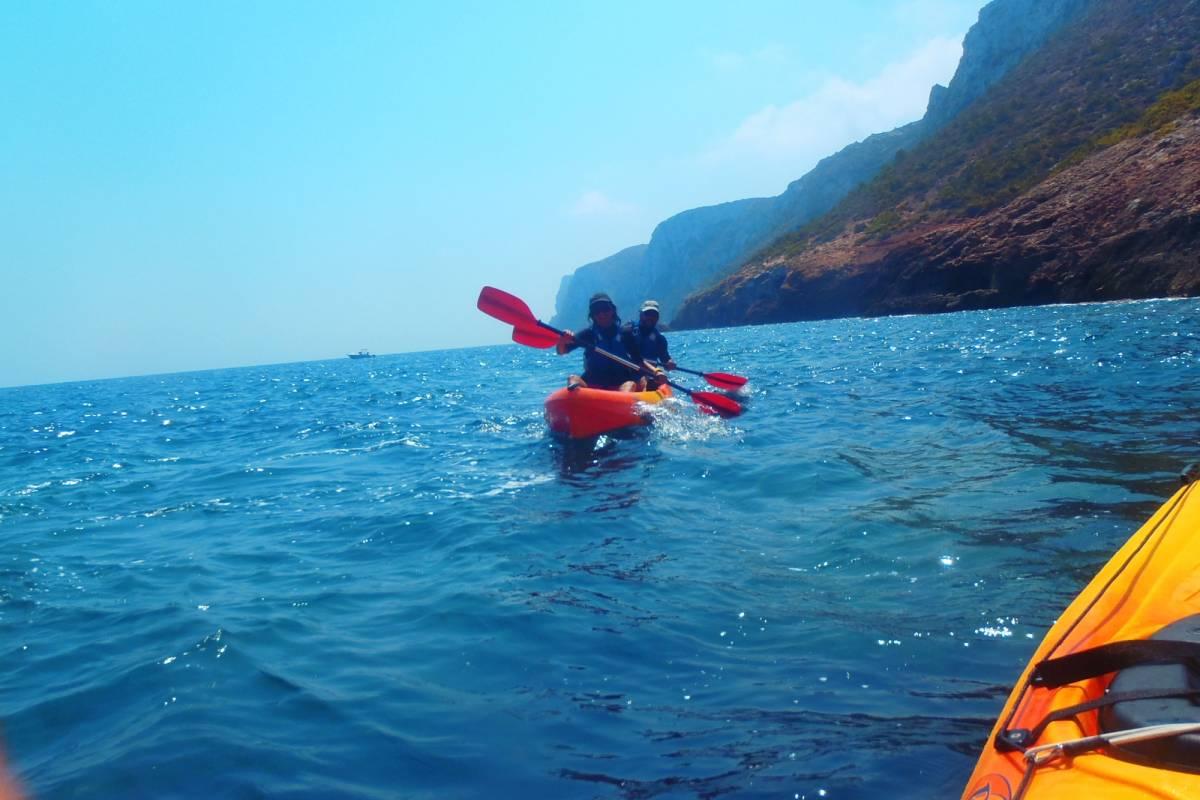 TURURAC. Turismo Activo y de Aventura Más allá de la Cova Tallà !!! Travesías en Kayak, descubre otros rincones !!!