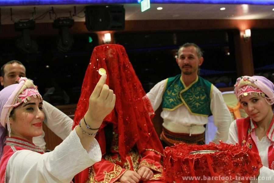 BarefootPlus Travel Espectaculo de Noche Turca en el Bosforo