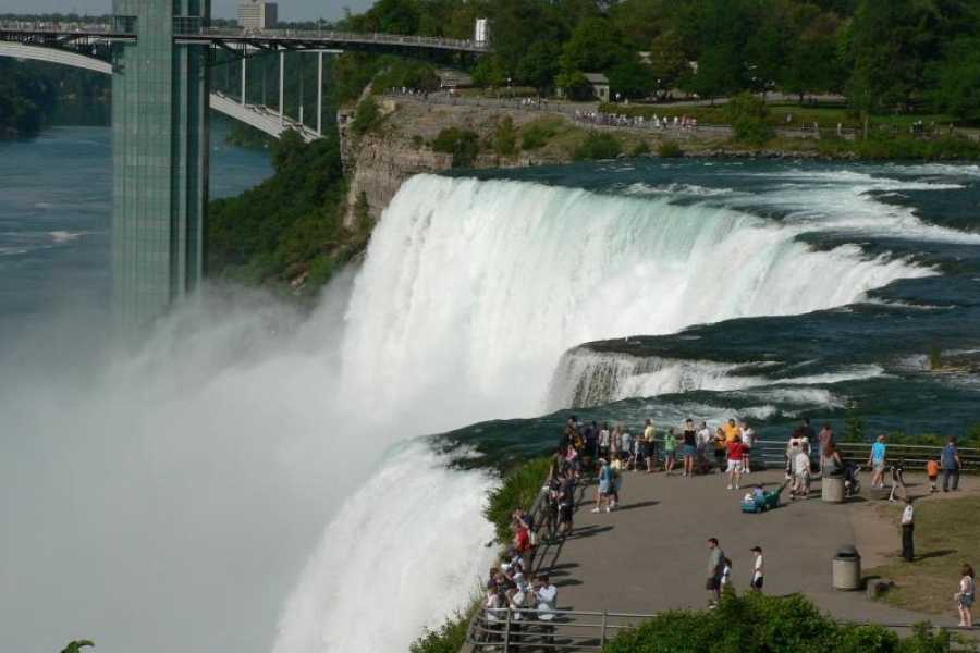 America On Bus 2-Day Niagara Falls and Finger Lake Weekend Gateaway from NYC/NJ