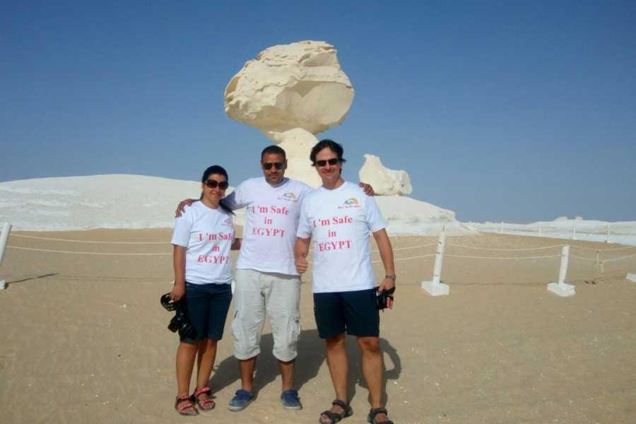 EMO TOURS EGYPT UN JOUR DE BAHARIYA OASIS VISITE DÉSERT NOIR & BLANC DU CAIRE