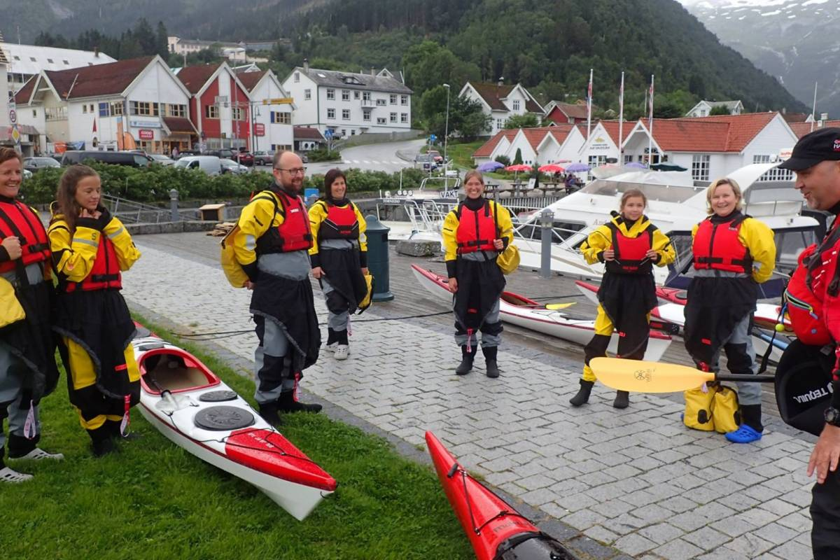 Gone Paddling Guided kayak tour in Sognefjord (Balestrand)