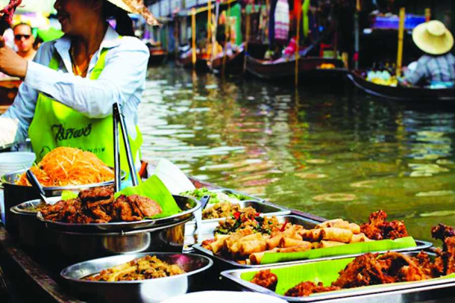 AMICI MIEI PHUKET TRAVEL AGENCY PRIVATE TOUR FLOATING MARKET, TRAIN MARKET AND NAKHON PATHOM (AM087)