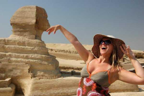 8 Hours Cairo Layover Tours to Giza Pyramids Egyptian Museum & Bazaar