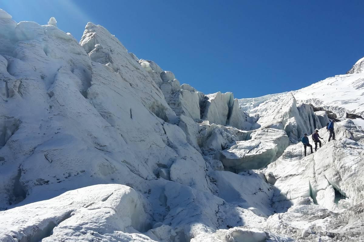 Saas-Fee Guides Serac glacier trekking