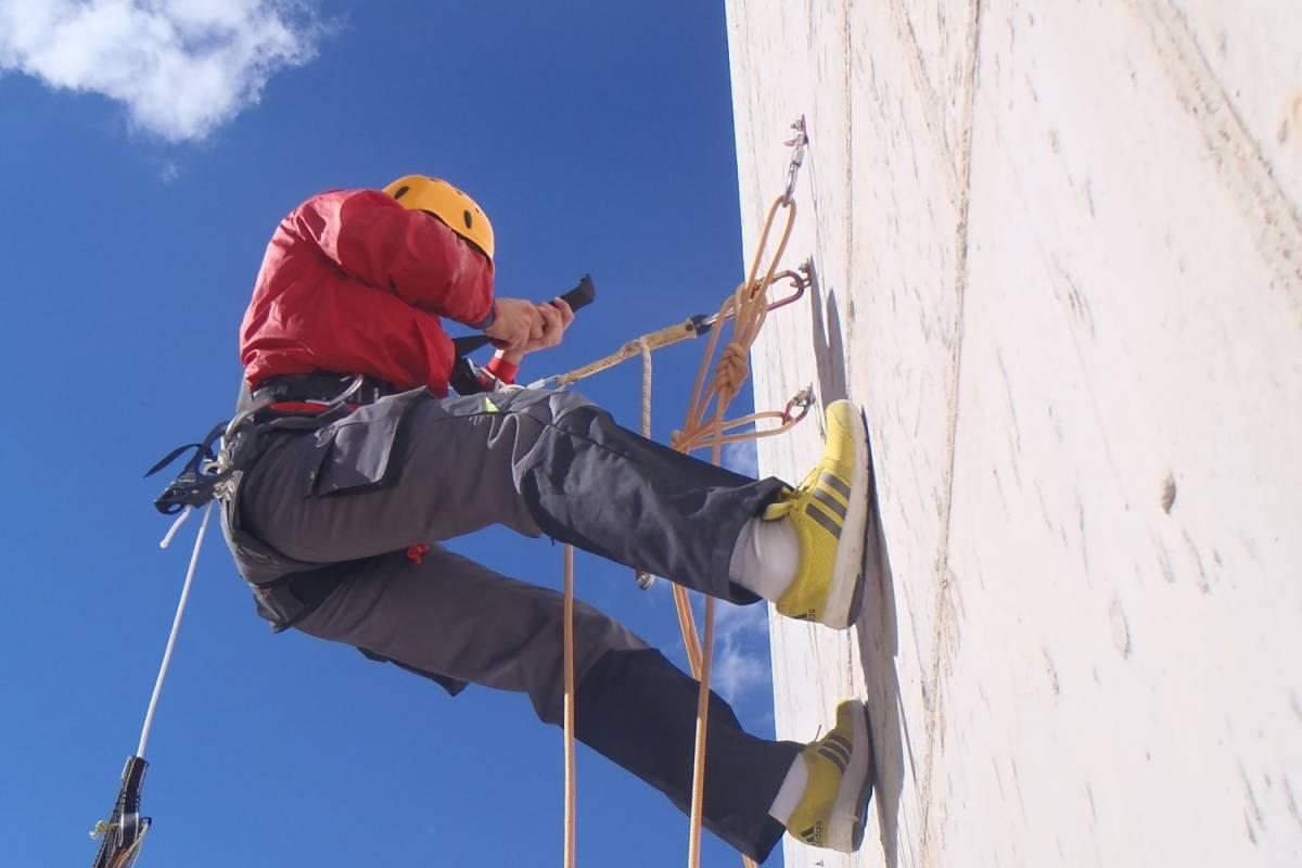 TURURAC. Turismo Activo y de Aventura Curso de trabajos verticales