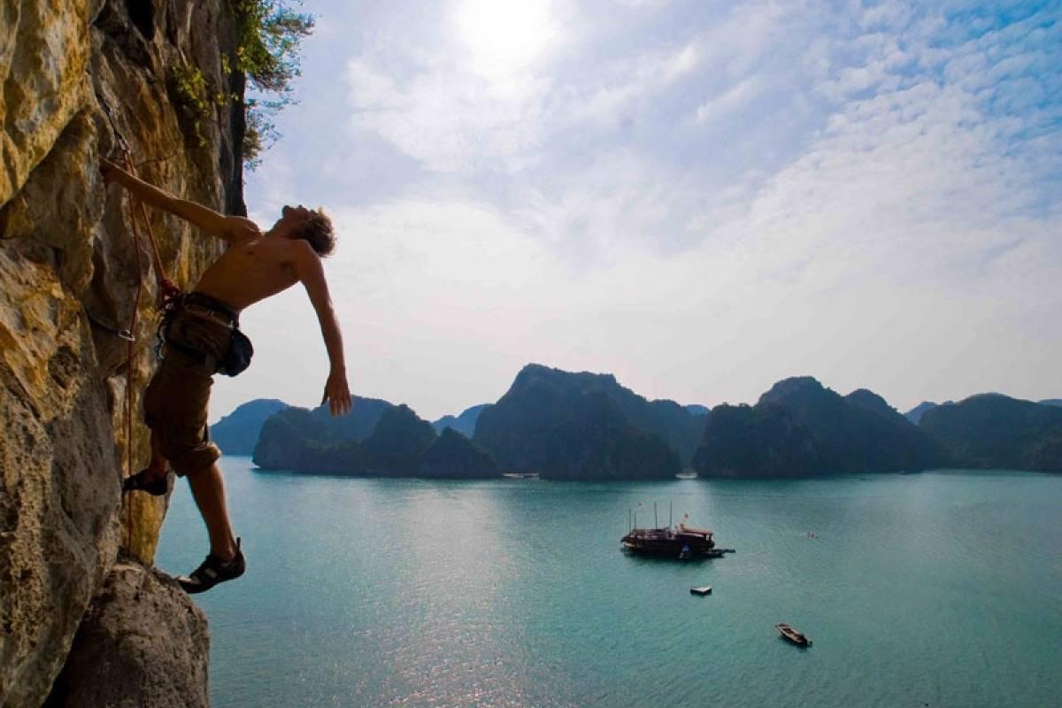 OCEAN TOURS Lan Ha Bay Rock Climbing