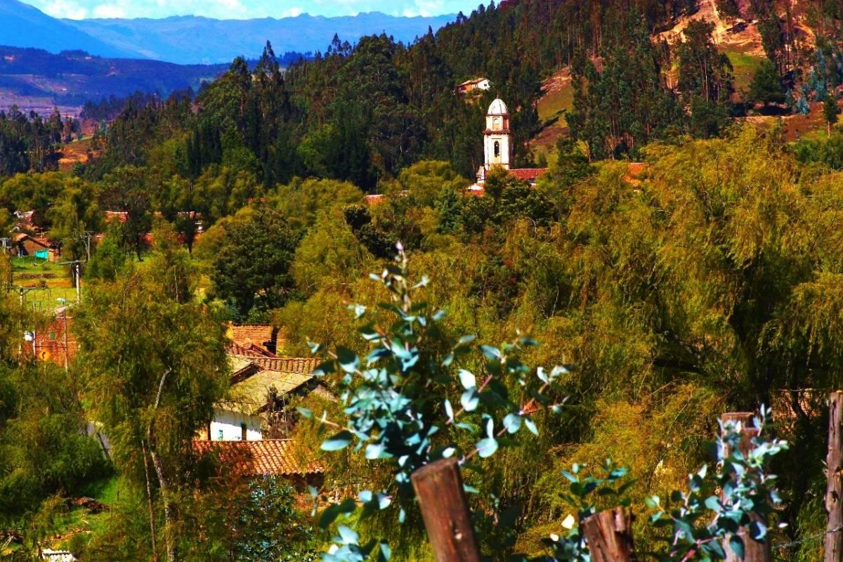 "Bogota Henry Tours 48. LAKE TOTA 3 DAYS PRIVATE TOUR ""PUEBLIAO"""