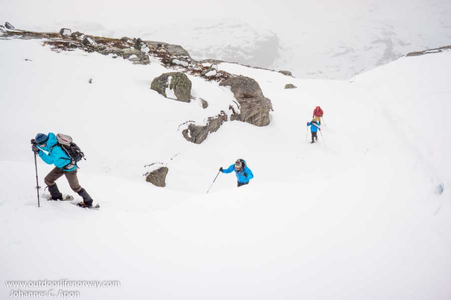 Outdoorlife Norway AS Wilderness Snowshoe Hike