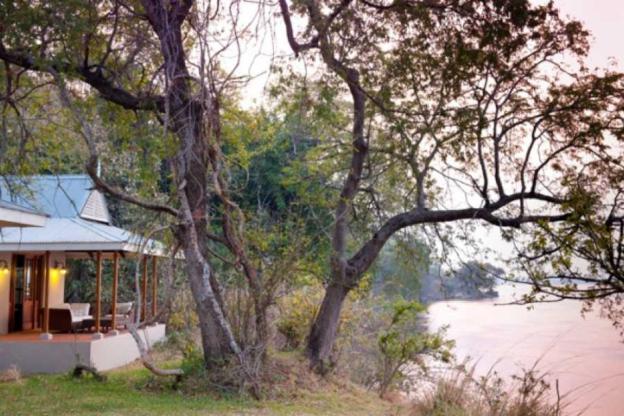 BOOKINGAFRICA.NET Lower Zambezi - Baines River Camp 4 nights