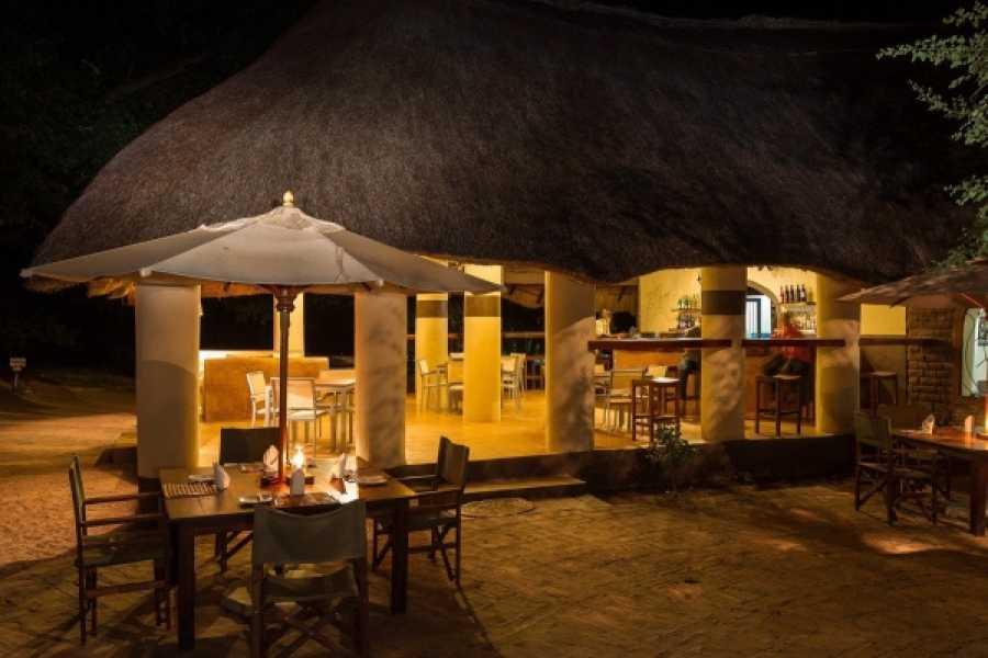 BOOKINGAFRICA.NET Luangwa Valley - Flatdogs Camp 3 nights