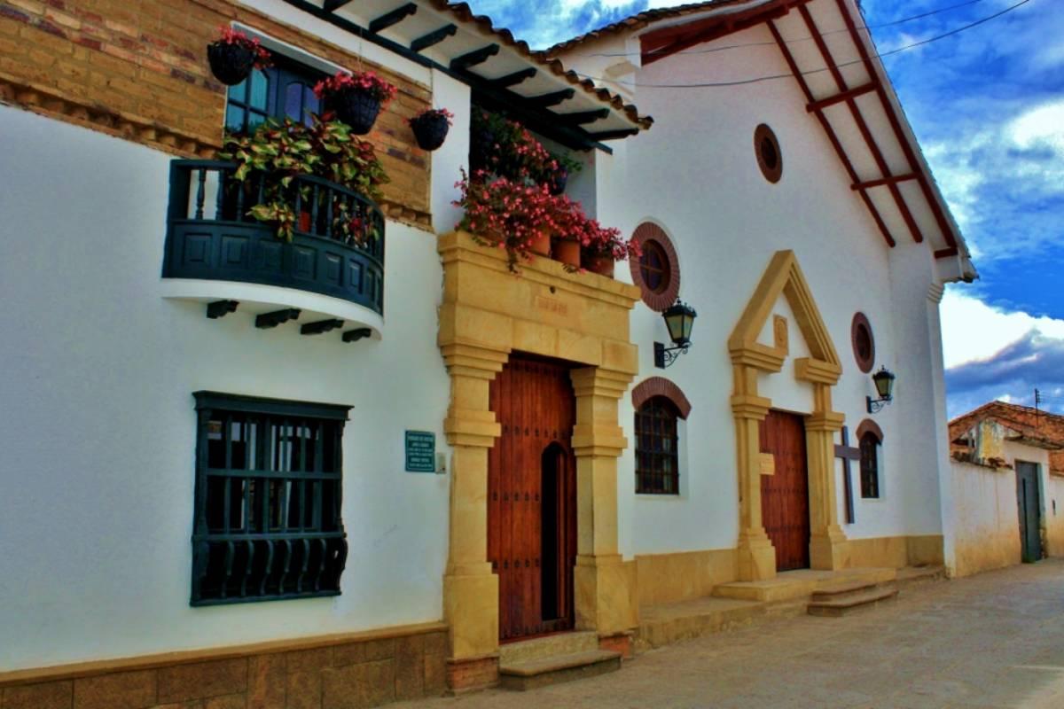 "Bogota Henry Tours 44. VILLA DE LEYVA Y RÁQUIRA, 2 DIAS ""PUEBLIAO"""