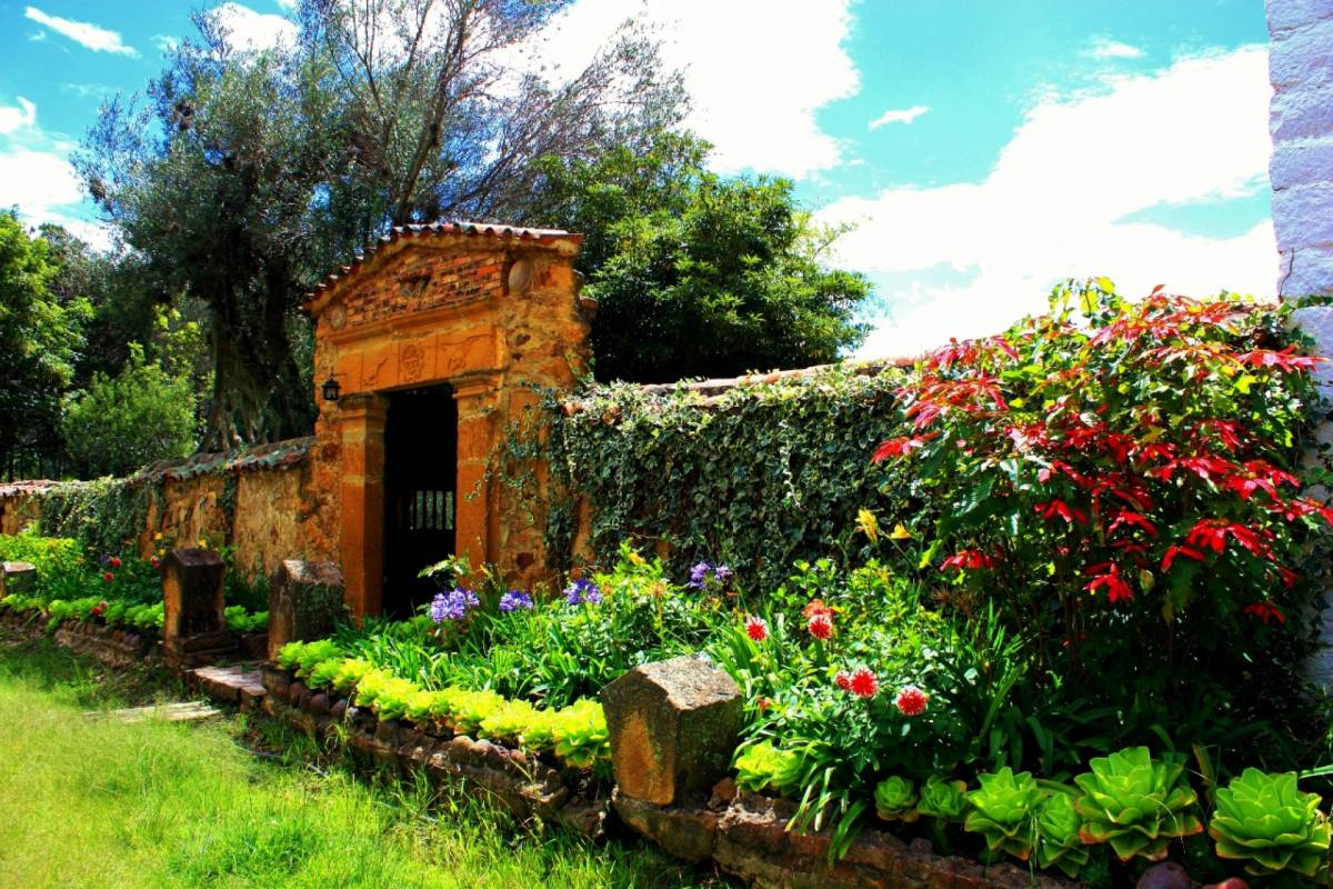 Bogota Henry Tours 40. VILLA DE LEYVA AND RAQUIRA 12 HOURS PRIVATE TOUR