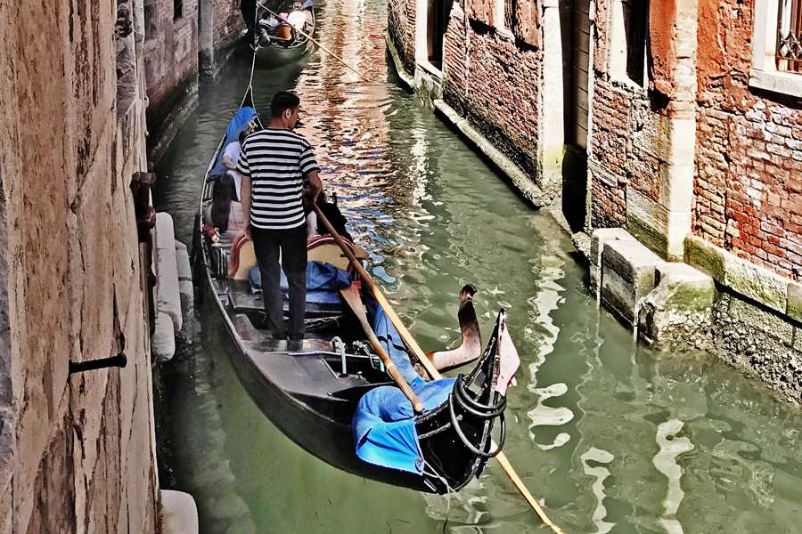 Venice Tours srl Falling in love in Venice (gondola ride for couples)