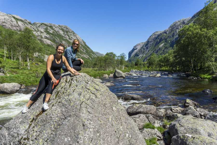 Outdoorlife Norway AS Månafossen Waterfall Day Hike
