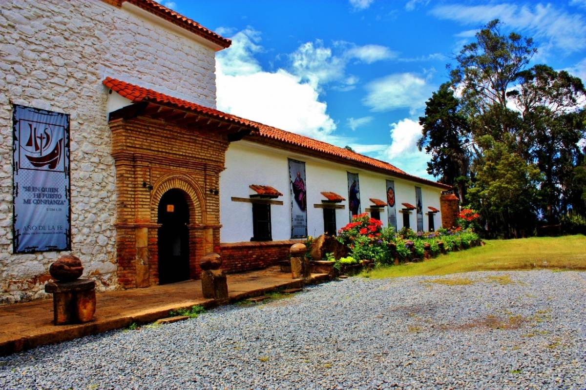 "Bogota Henry Tours 28. SALT CATHEDRAL AND VILLA DE LEYVA 3 DAYS ""PUEBLIAO"""