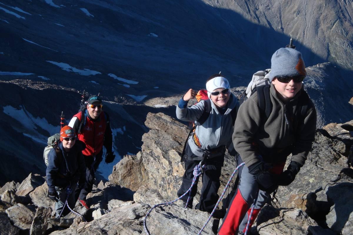 Saas-Fee Guides Weissmiestraversierung 4023m ab Almagellerhütte