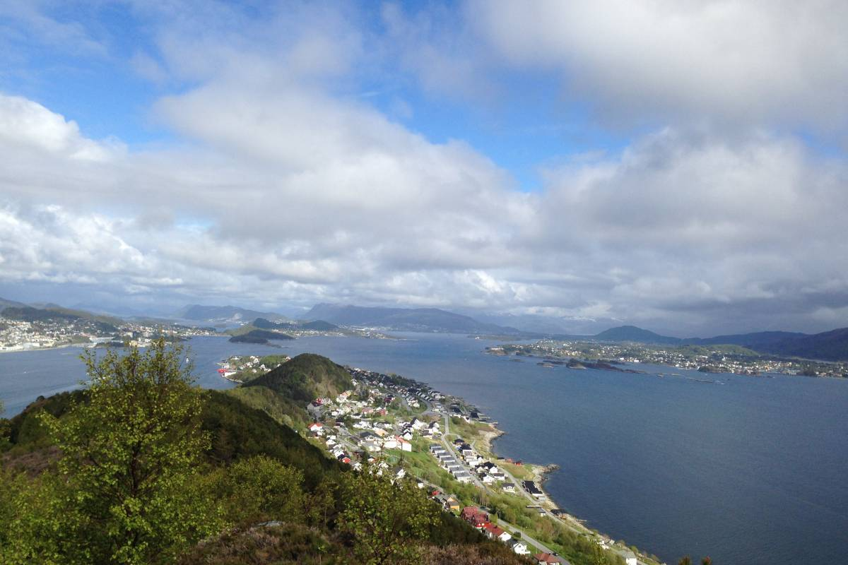 Kayak More Tomorrow AS Kayak Ålesund's Fjords and Hike Sugar Summit