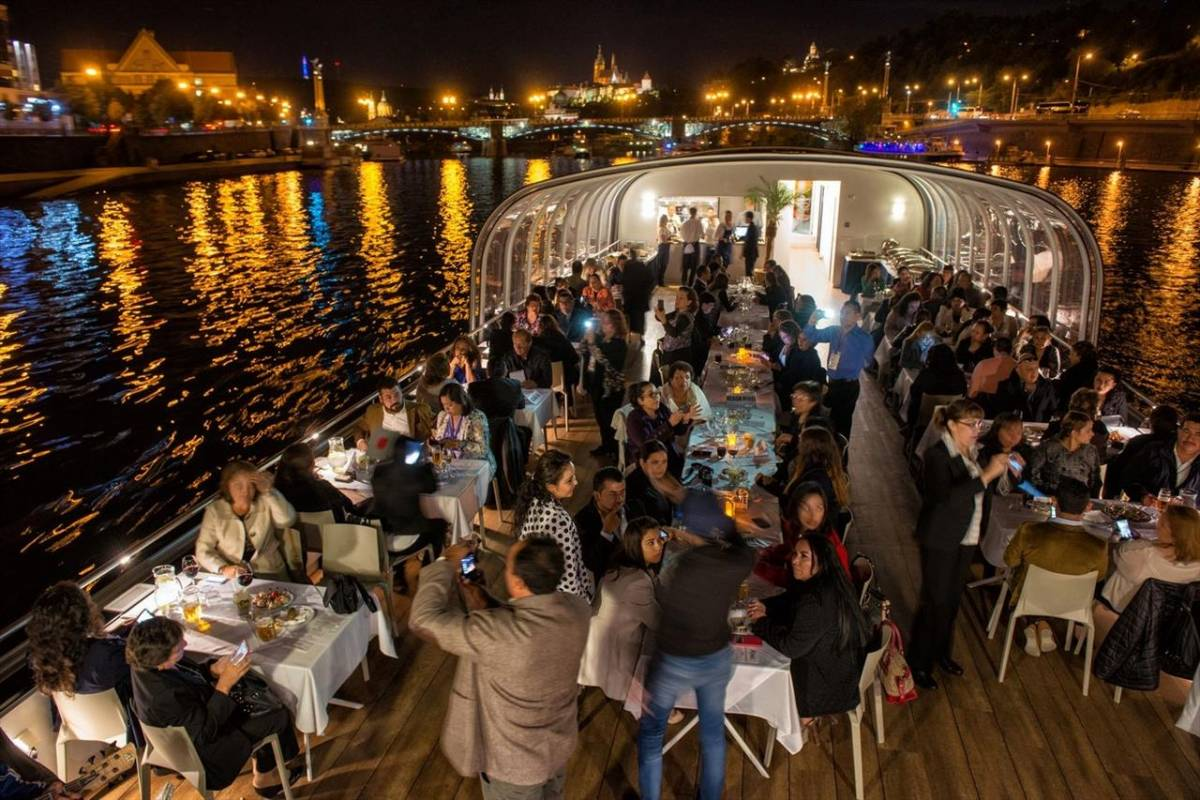 24/7/365 Travel Dinner, live music, three hours river cruise