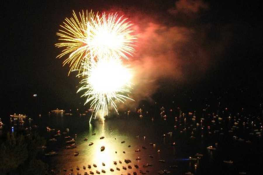 Travel etc Positano Dinner and Fireworks Boat Tour from Sorrento