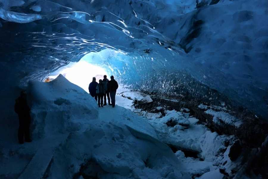 GOECCO Icelandic Ice Cave Guides Icecave tour from the Glacier Lagoon