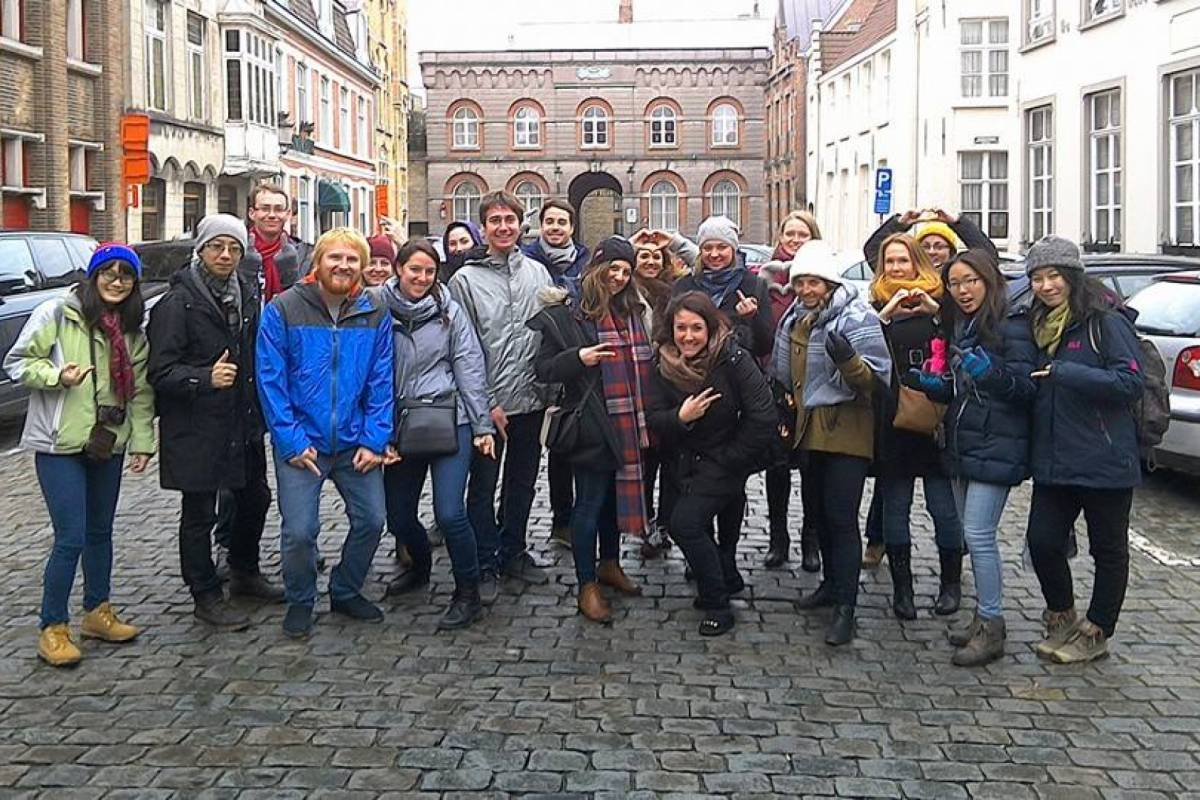 "Can You Handle It Tours VZW Free Walking Tour ""Escondidos en Brujas"""
